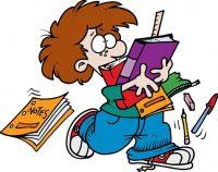 bambino che trasporta libri e quaderni