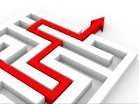 labirinto con freccia rossa che indica uscita